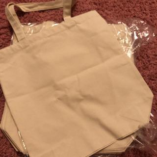 新品トートバッグ1枚200円です。