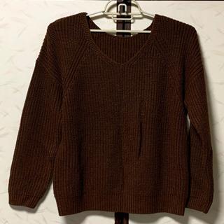 GUのVネックセーター
