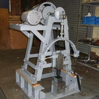 鍛冶屋のスプリングハンマー(ベルトハンマー)を譲って下さい。