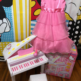 キティちゃんのピアノ・ドレス