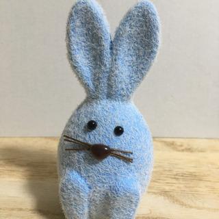 小さなウサギの置き物