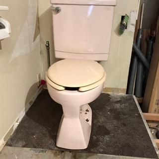 中古トイレ 薄いピンク