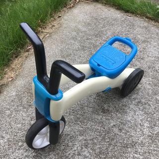 子供用乗り物 三輪車? スライダーの前に