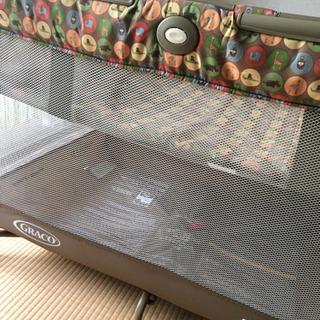 折り畳み式ベビーベッド