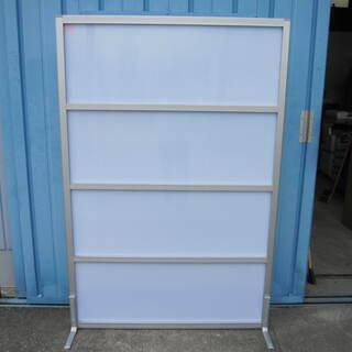 脚付パーテーション 乳白色 W900 H1800 コマニー製ソラパス