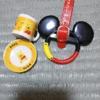 ディズニーリゾートラインのカラビナとミニチュアカップ&プレート