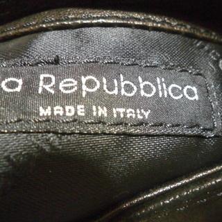 イタリア製のVia Repubblicaバック