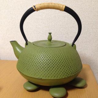 【売約済】岩鋳製 南部鉄器 鉄瓶と鍋敷きのセット