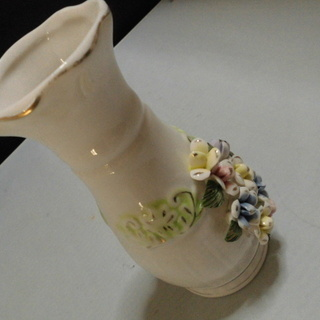 花の浮き出し「花瓶」