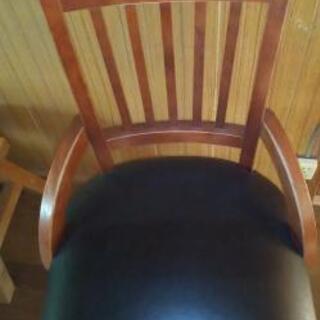 お子様用の椅子?大人用のイス?