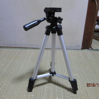 カメラ 三脚 300円 お届けします