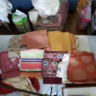 付け帯、無地の着物、帯留め各種、和装小物