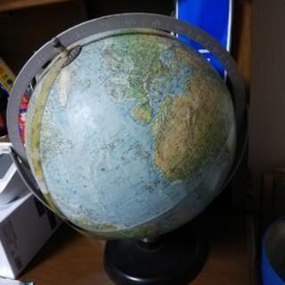 地球儀を差し上げます。