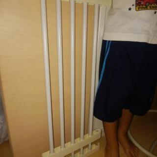 突っ張り棚の、突っ張り棒に載せる棚の方