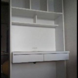 白の棚付き机