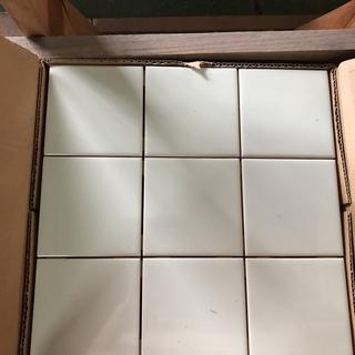 100mm角タイル😊 1箱あたり¥800ですが 3箱全てをお取引...