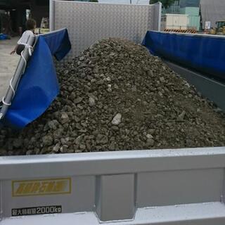 ぬかるんだ駐車場に!リサイクル砂利砕石、配達します!