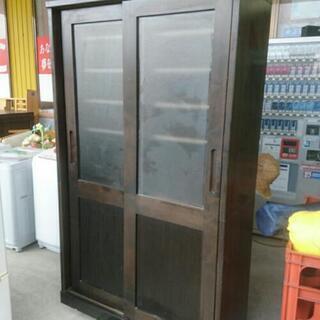 古い食器棚棚 変わってます