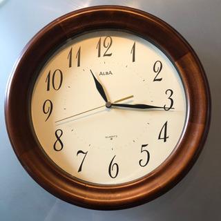 アルバ 木製枠掛け時計 完動品