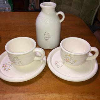 ティーカップとミルクポット