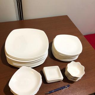 大皿 中皿 小皿 各10枚とその他小皿5枚づつ