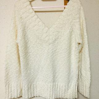 Vラインセーター