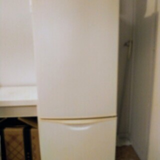 冷蔵庫 古いですが使えます。無料で差し上げます