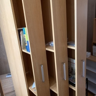 デイノスの高価なコミックとCD&本を入れる本棚です。新品です