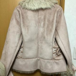 ピンクのファーコート