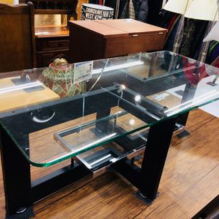 アルテジャパンのガラステーブルです。