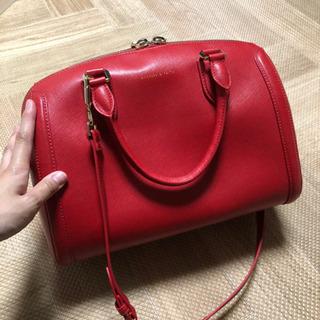 チャールズアンドキースのbag、赤