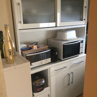 炊飯器、電子レンジがおける食器棚
