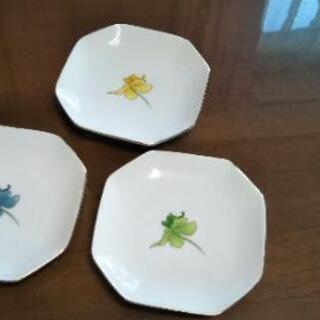 ◆小皿 色違い3枚セット◆箱付き未使用