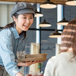 【未経験歓迎】飲食店のホール・キッチンスタッフ/日曜・祝日休み/...