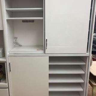 ホワイトの食器棚を入荷致しました!