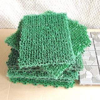 プラスチック人工芝他 10枚と2枚 100円