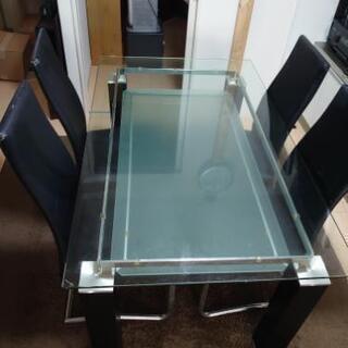クールなガラス天板のダイニングテーブル(ニューヨークF BK H...