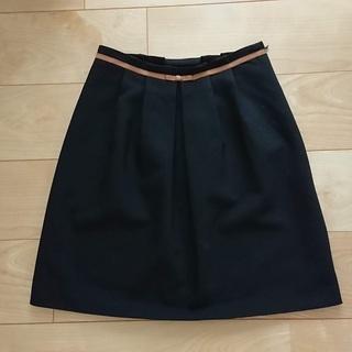 紺のスカート