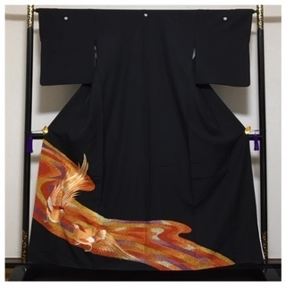 美品 黒留袖 化繊 身丈158 裄65 比翼付き 五つ紋入り 中古品