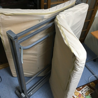 折り畳み式シングルベッド ソファーにも変身出来るベッド