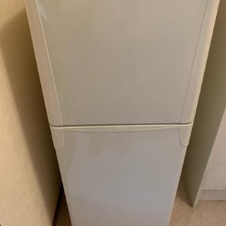 清潔感のある白い冷凍冷蔵庫