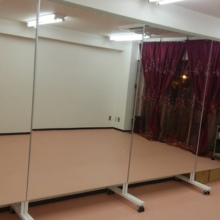ダンススタジオ用キャスター付き大きな鏡(横120㎝x縦180㎝)