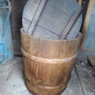 昔の味噌樽