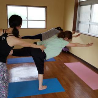 運動が苦手な方、身体が硬い方でもお気軽に参加できます!ヨガ教室沖縄市