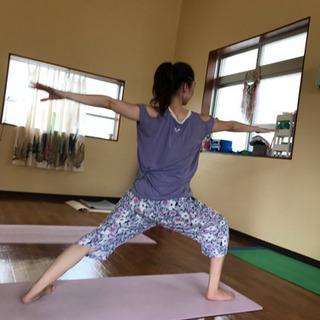 運動が苦手な方、身体が硬い方でもお気軽に参加できます!ヨガ教室沖縄市 - スポーツ
