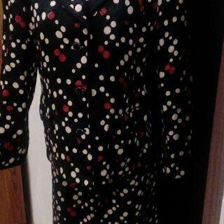 冬のスーツ3 黒に白と赤 取りに来て下さる方へ