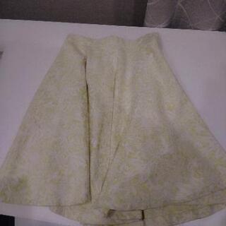 ストロベリーフィールズ花柄刺繍フレアスカート