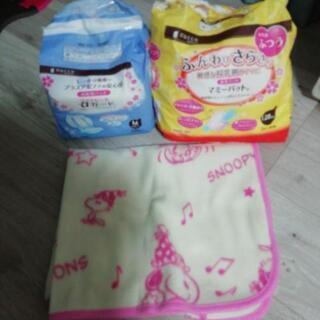 お産用パッドM 7枚、母乳パッド128枚入りを少し使っている。