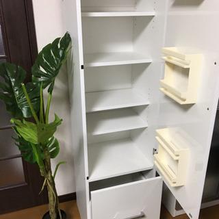 人気の白 鏡面加工  収納棚