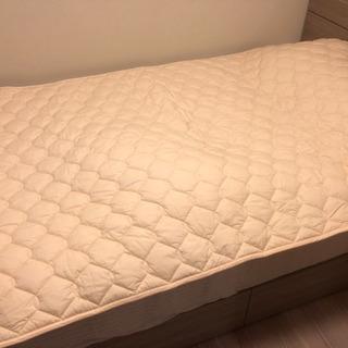 シモンズのベッドパッドLG1001新品同様半額